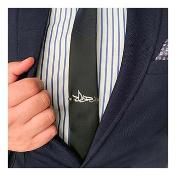 گیره کراوات طرح پلاک اسم در مدل های متنوع
