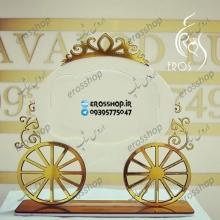 استند قاب عکس رومیزی طرح کالسکه با تاج و چرخ طلایی